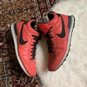 Nike International Mid QS Red Clay 10.5 2014